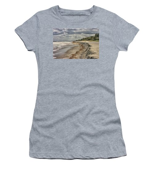 Footprints In The Sand Women's T-Shirt (Athletic Fit)