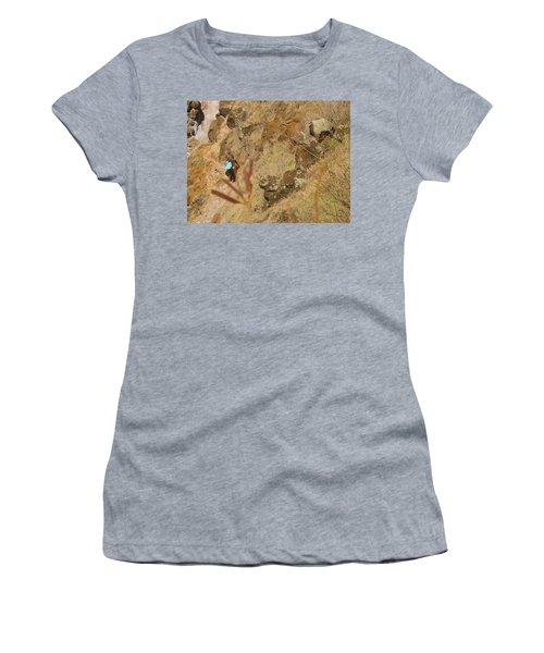 Hawaiian Commute Women's T-Shirt (Athletic Fit)