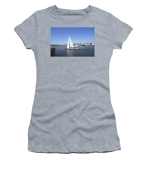 Heeling Women's T-Shirt (Athletic Fit)