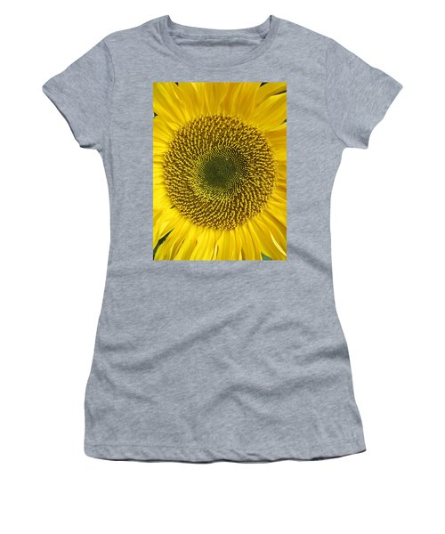 Here Comes The Sun.... Women's T-Shirt (Athletic Fit)