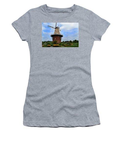 Holland Michigan Windmill Women's T-Shirt (Athletic Fit)