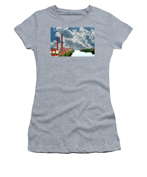 Lawrence Ma Skyline Women's T-Shirt (Athletic Fit)
