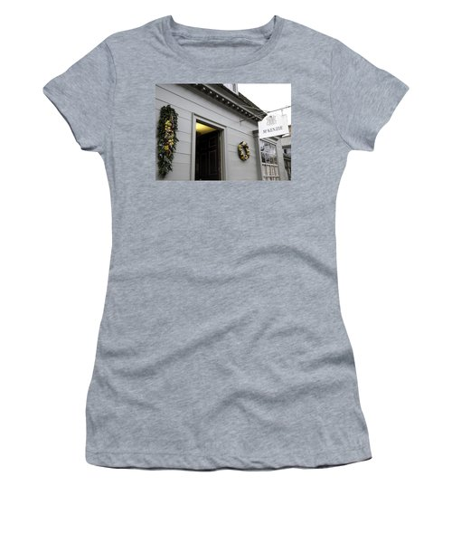 Mckenzie Apothecary Colonial Williamsburg Virginia Women's T-Shirt