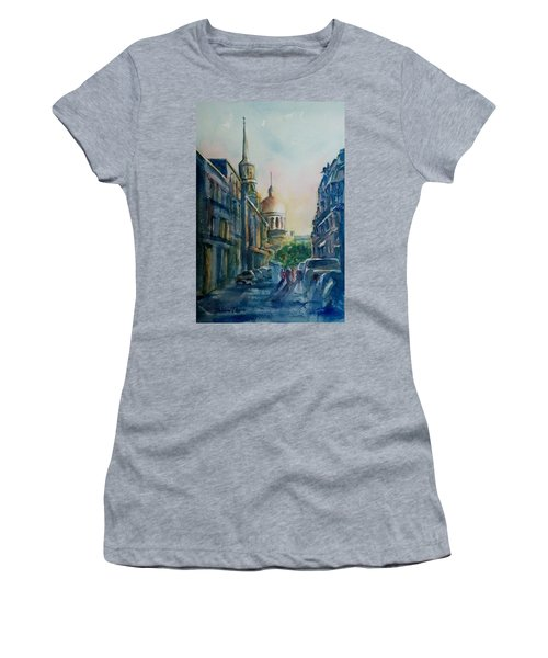 Montreal Skyline Women's T-Shirt (Athletic Fit)