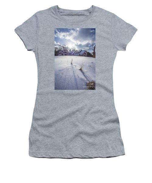 New England Red Farm House Winter Women's T-Shirt