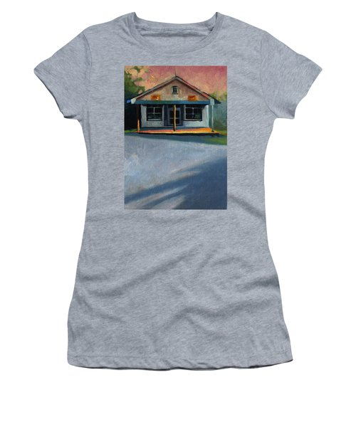 Nostalgic Icon Hucksteps Garage And Store Women's T-Shirt