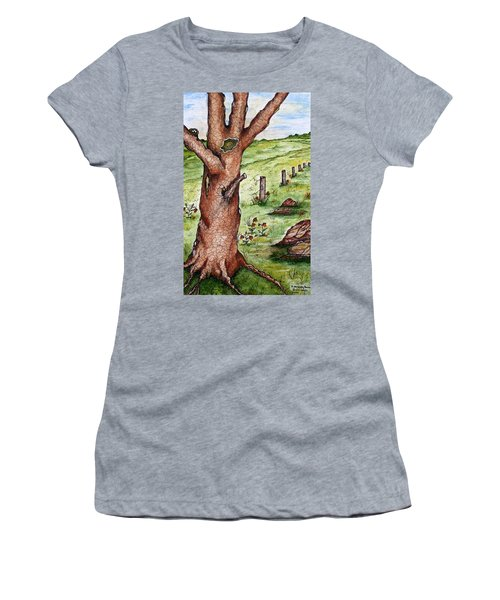 Old Oak Tree With Birds' Nest Women's T-Shirt (Athletic Fit)