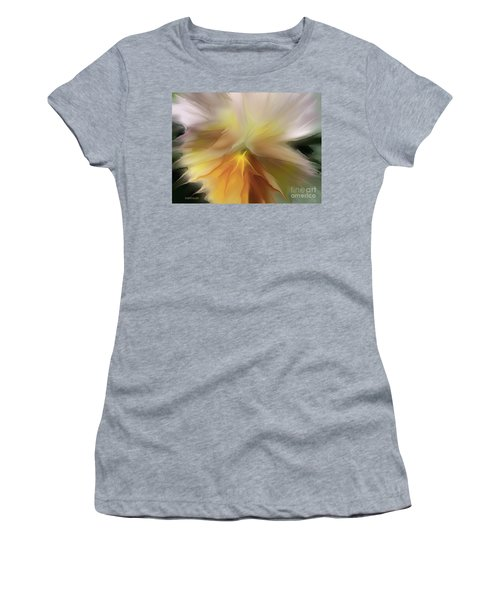Pansy Art Women's T-Shirt