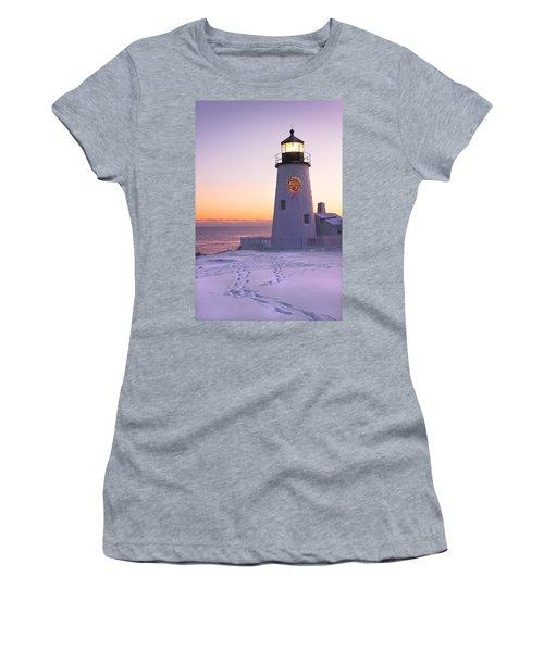 Pemaquid Point Lighthouse Christmas Snow Wreath Maine Women's T-Shirt