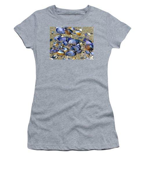 Purple Clam Shells On A Beach Women's T-Shirt (Athletic Fit)