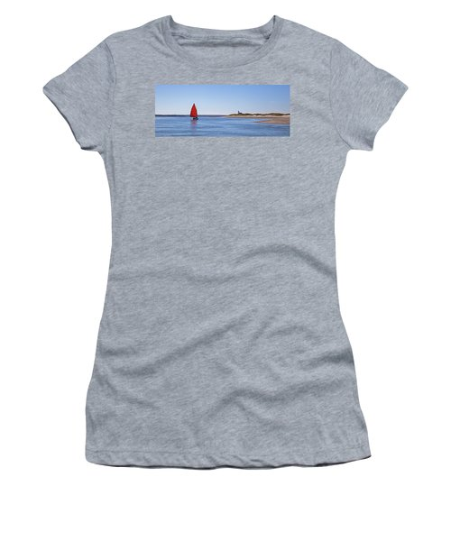 Ripple Catboat With Red Sail And Lighthouse Women's T-Shirt