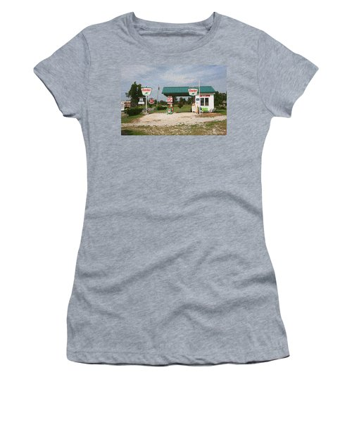 Route 66 Gas Station With Sponge Painting Effect Women's T-Shirt (Athletic Fit)