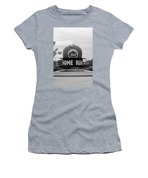 Shea Stadium Home Run Apple In Black And White Women's T-Shirt