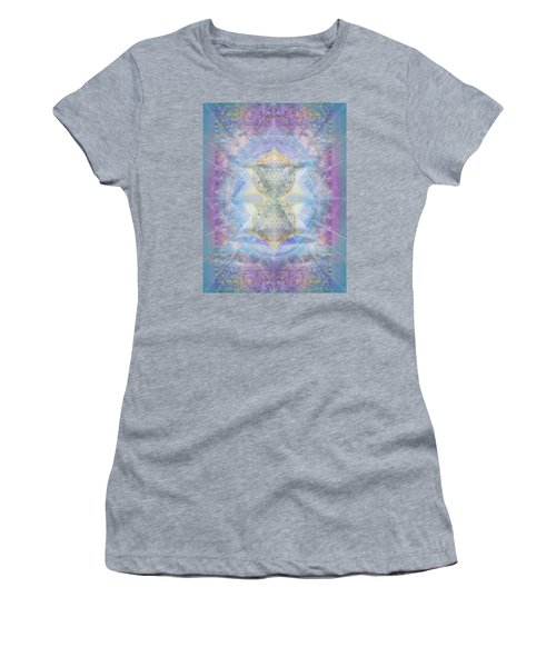 Synthecentered Doublestar Chalice In Blueaurayed Multivortexes On Tapestry Lg Women's T-Shirt
