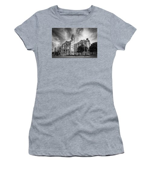 Tarrant County Courthouse Bw Women's T-Shirt