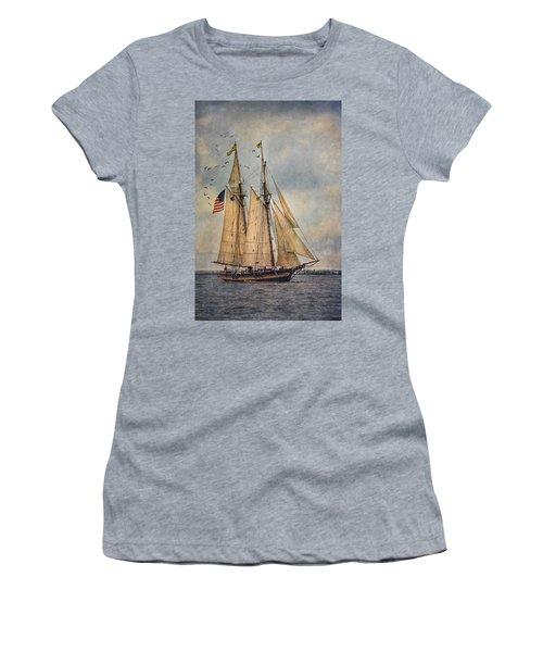 The Pride Of Baltimore II Women's T-Shirt