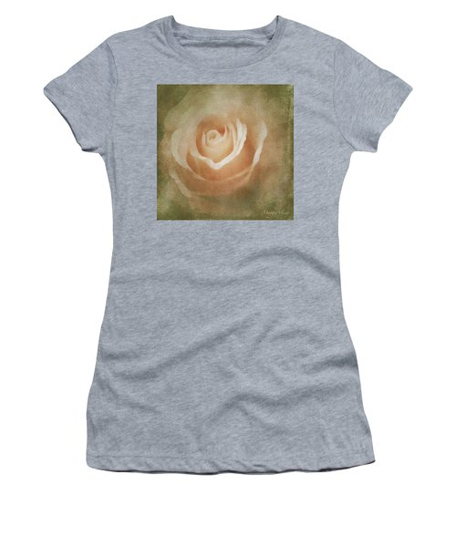 Victorian Vintage Pink Rose Women's T-Shirt (Athletic Fit)