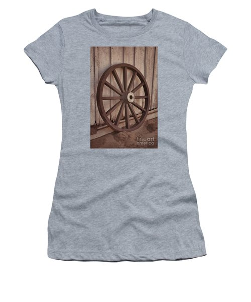 An Old Wagon Wheel Women's T-Shirt (Athletic Fit)