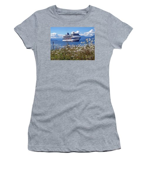 Daisys  Women's T-Shirt (Athletic Fit)