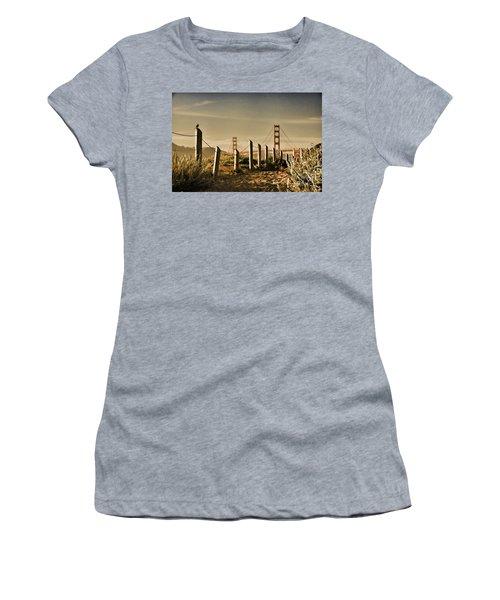 Golden Gate Bridge - 3 Women's T-Shirt (Athletic Fit)