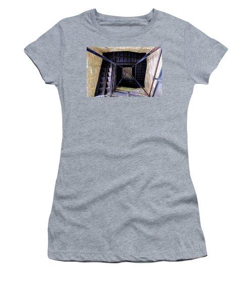 Lookout Tower On A Civil War Battlefield In Antietam Creek Maryl Women's T-Shirt