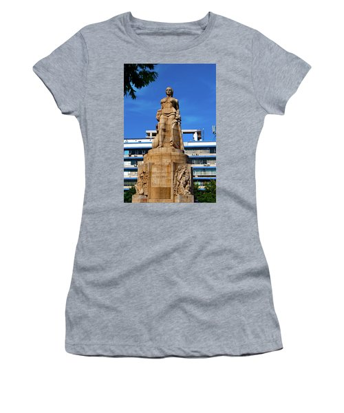 Woman Who Killed The Snake Women's T-Shirt