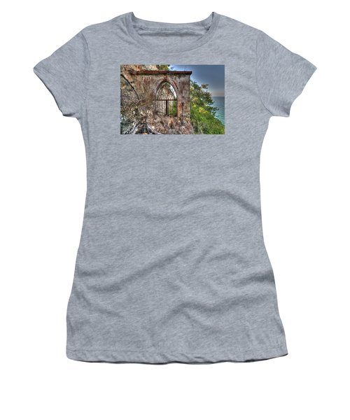 Abandoned Places Iron Gate Over The Sea - Cancellata Sul Mare Women's T-Shirt (Athletic Fit)