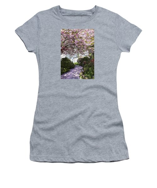 Alaska In Blossom Women's T-Shirt (Athletic Fit)