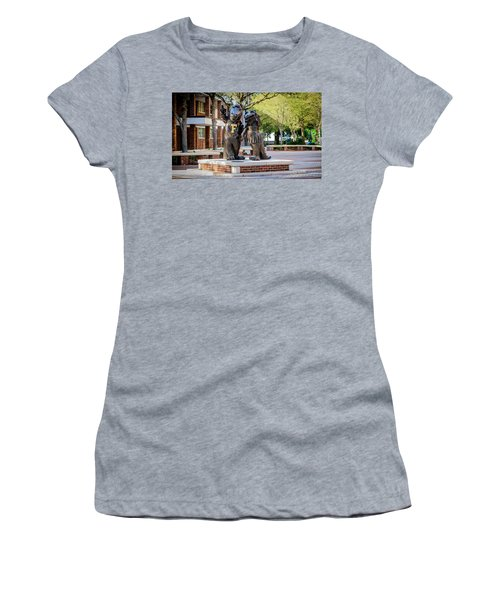 Albert And Alberta Gator Women's T-Shirt (Athletic Fit)