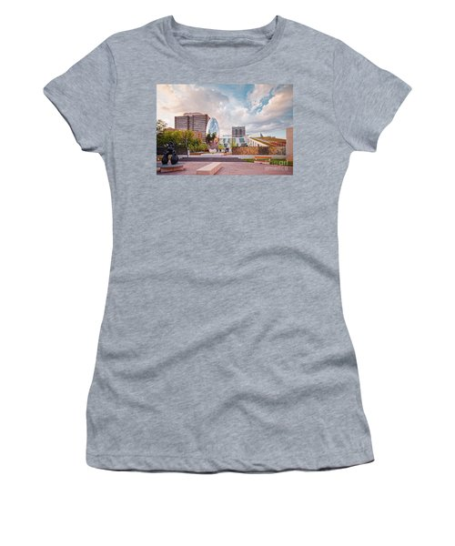 Architectural Photograph Of Anish Kapoor Cloud Column At The Glassell School Of Art - Mfa Houston  Women's T-Shirt