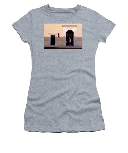 Archway In An Alley In Downtown Winter Park Florida Women's T-Shirt