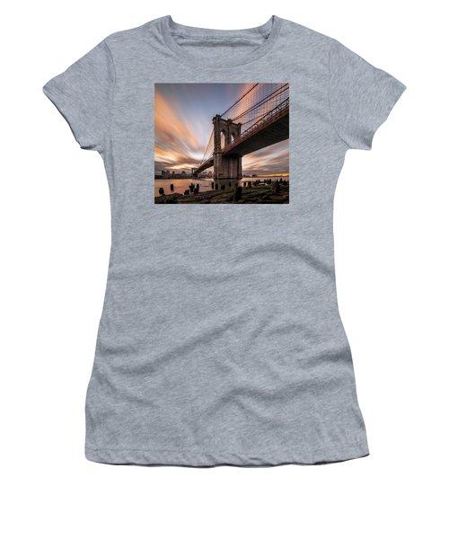 B R O O K L Y N - B R I D G E  Women's T-Shirt
