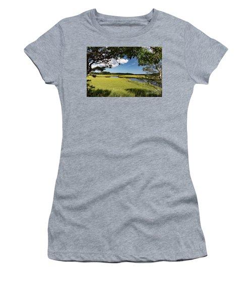 Bells Neck Road Women's T-Shirt (Athletic Fit)