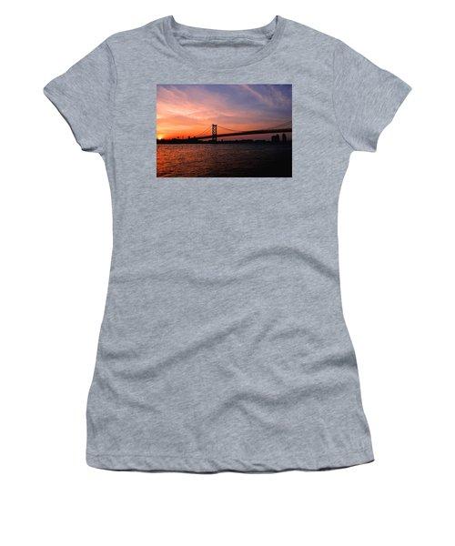 Ben Franklin Bridge Sunset Women's T-Shirt (Athletic Fit)