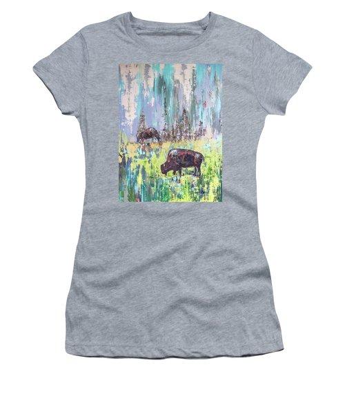 Buffalo Grazing Women's T-Shirt