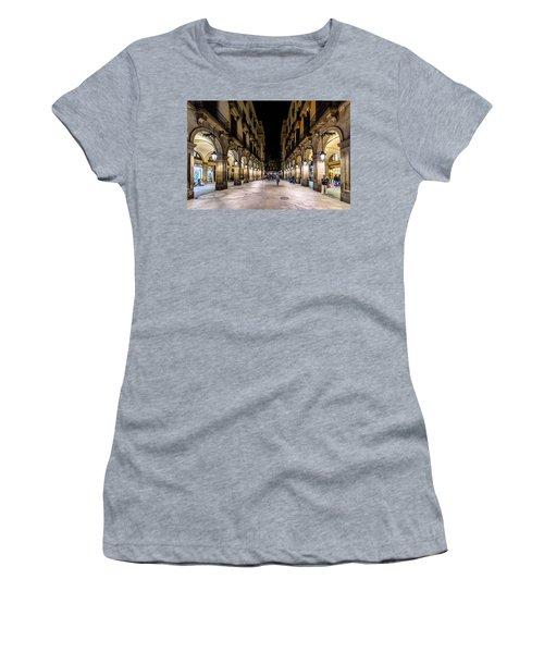 Carrer De Colom Women's T-Shirt (Athletic Fit)