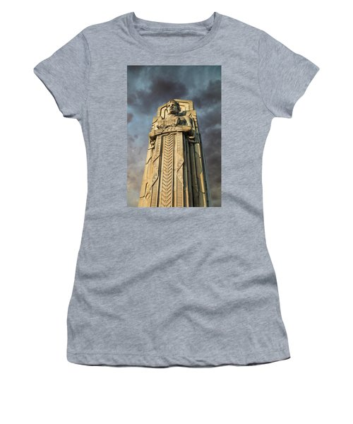 Covered Wagon Guardian On Hope Memorial Bridge Women's T-Shirt (Athletic Fit)