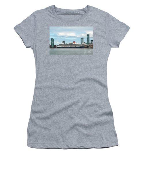 Cunard's Queen Elizabeth At Liverpool Women's T-Shirt