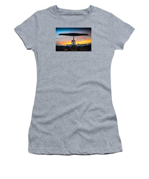 Da42 Facing The Dawn Women's T-Shirt