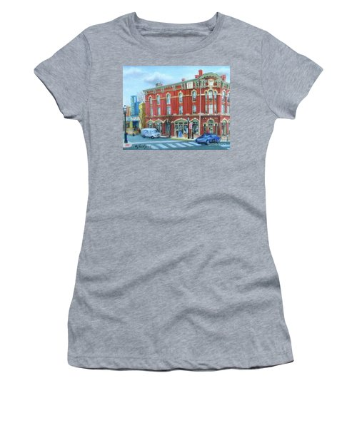 dDowntown Doylestown Women's T-Shirt (Junior Cut)