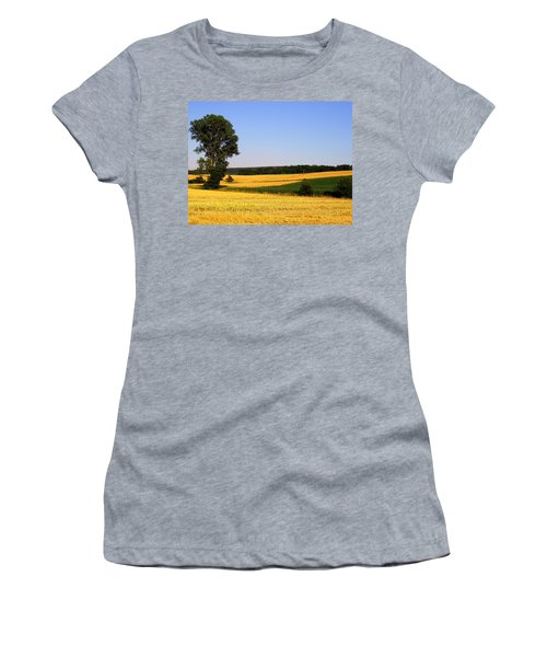 Field Flow Women's T-Shirt (Athletic Fit)