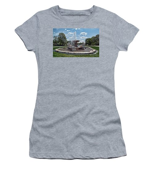 Fountain - Cleveland Museum Of Art Women's T-Shirt (Athletic Fit)