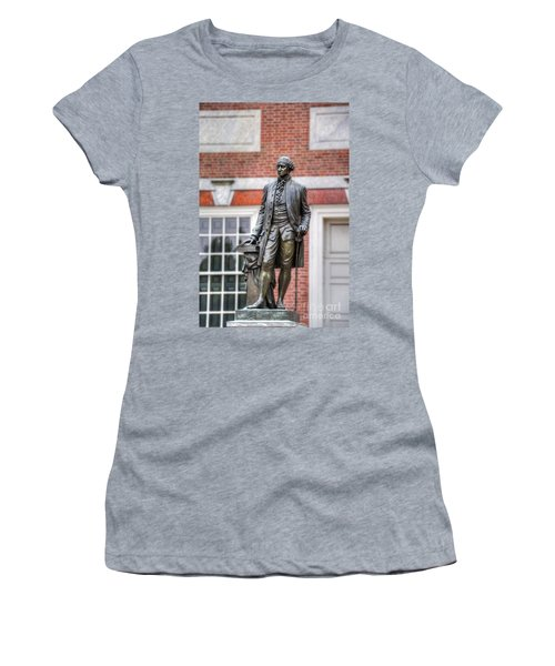 George Washington Statue Women's T-Shirt (Athletic Fit)