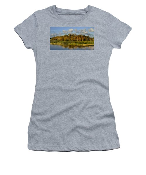 Green Cay In Autumn Women's T-Shirt (Athletic Fit)