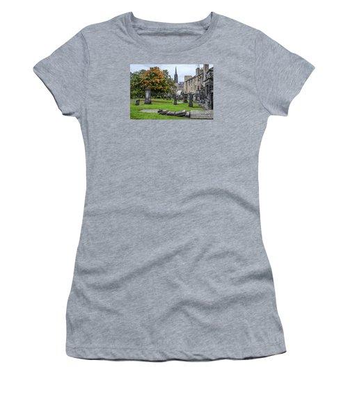 Greyfriars Kirkyard 1562  Women's T-Shirt (Athletic Fit)