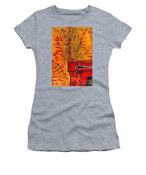 Her Vase Women's T-Shirt (Athletic Fit)