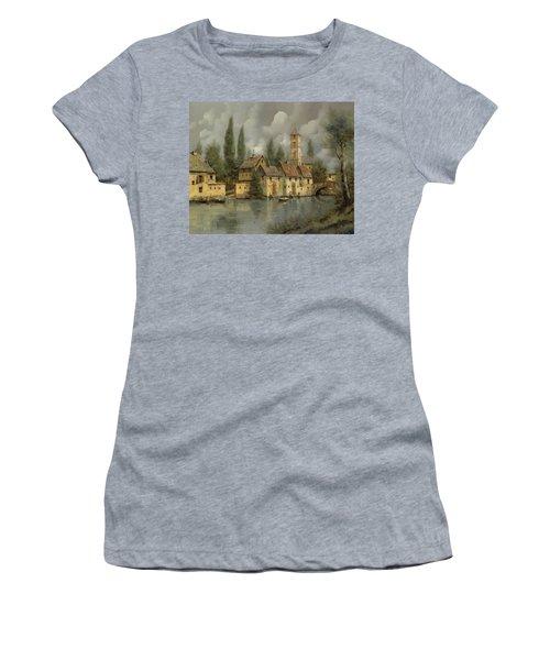 Il Borgo Sul Fiume Women's T-Shirt