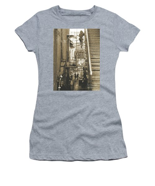 In The Middle Women's T-Shirt