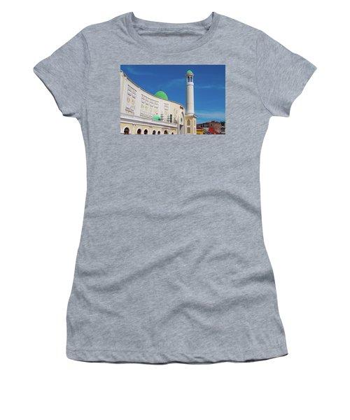 Jumma Mosque Wide Women's T-Shirt