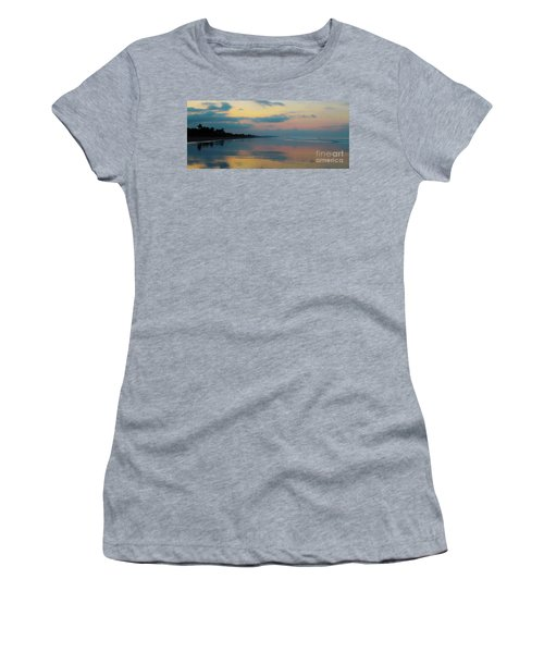 la Casita Playa Hermosa Puntarenas - Sunrise One - Painted Beach Costa Rica Panorama Women's T-Shirt (Athletic Fit)